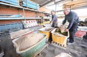 Sand & Beton werden für Zement vorbereitet
