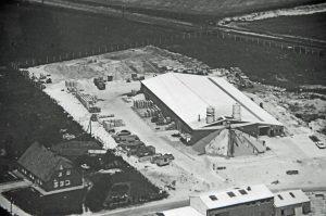 Alte Schwarzweißfotografie vom Firmensitz